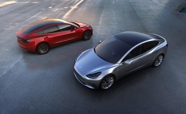 Пока одни сотрудники Tesla тестируют новый электрокар, другие требуют справедливых условий труда
