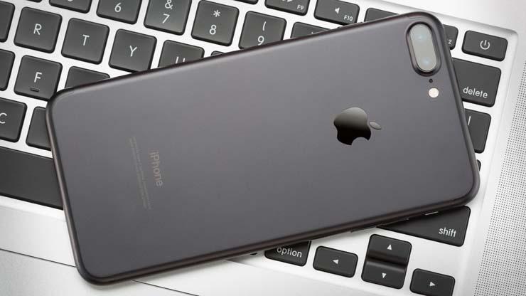 Самый дорогой iPhone 7 Plus подешевел в России до критической отметки