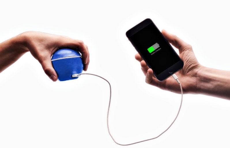 Шар вместо розетки: белорус придумал бесконечный источник энергии для смартфонов