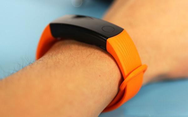 Фитнес-браслет Huawei Honor Band 3 с 30 днями автономной работы вышел в России