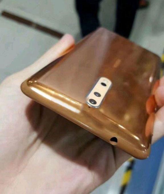 В сеть утекли фотографии Nokia 8 в золотой расцветке