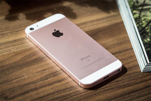 iPhone SE стал самым продаваемым в России