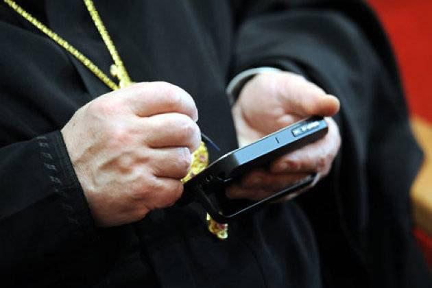 iPhone – это вам не Vertu: в РПЦ заявили, что смартфон Apple не является предметом роскоши