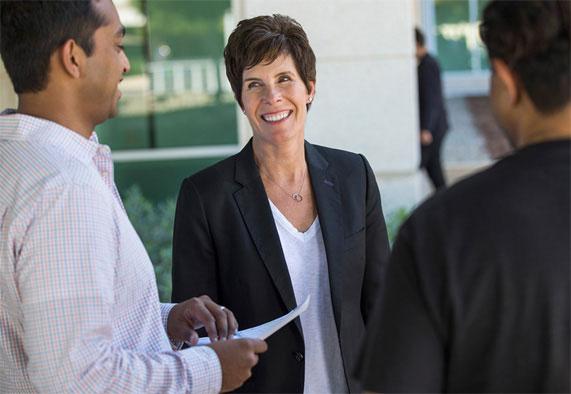 Проработавшая 30 лет в Apple Дейдра О'Брайан стала новым вице-президентом компании