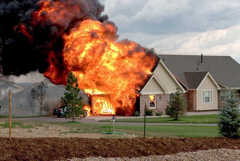 Американка требует от Apple  000 за сгоревший в результате взрыва iPhone 4s дом