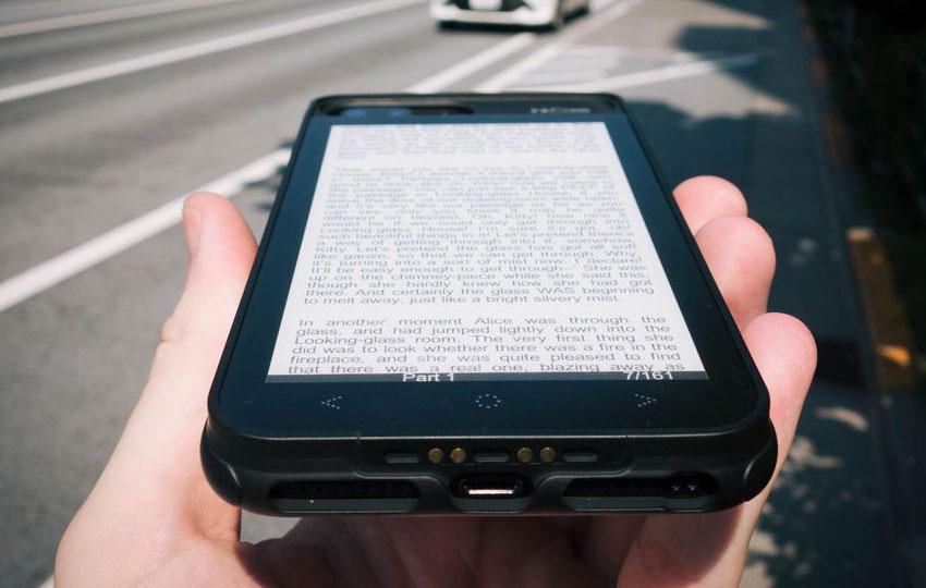 Чехол для iPhone c E-Ink-экраном InkCase i7 Plus: когда теория лучше, чем практика