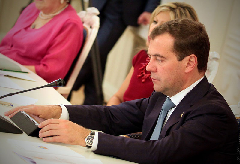 Любимые часы премьера: на что Дмитрий Медведев променял Apple Watch [фото]