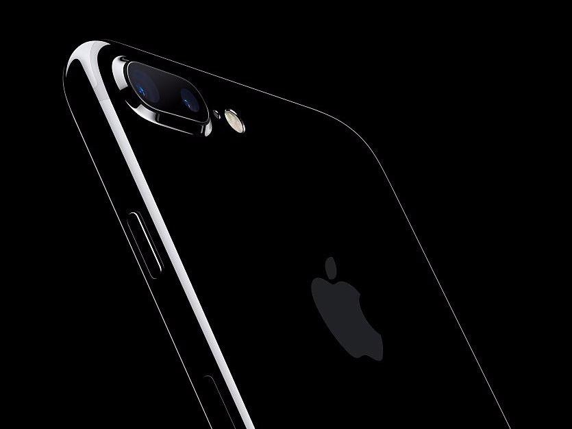 Энтузиаст собрал из 8 телефонов Apple, Samsung и Xiaomi «смартфон мечты»