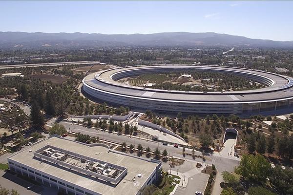 Практически завершённый кампус Apple сняли с дрона