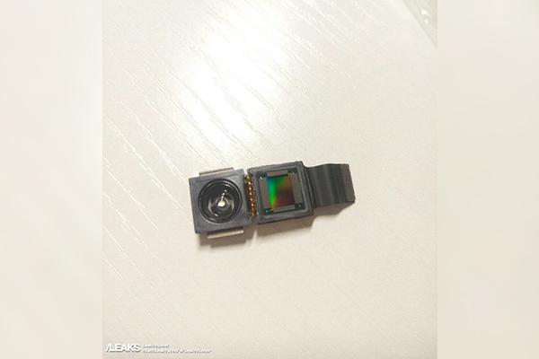 В сети появились фотографии 3D-камеры iPhone 8