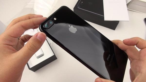 Apple выпустила iPhone 7 и iPhone 7 Plus «Черный оникс» с 32 ГБ памяти