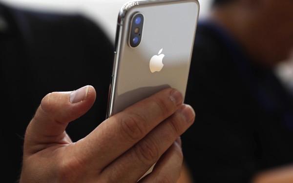 Apple задерживает производство iPhone X