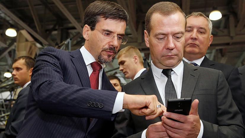 Медведева не заставили пользоваться российским смартфоном