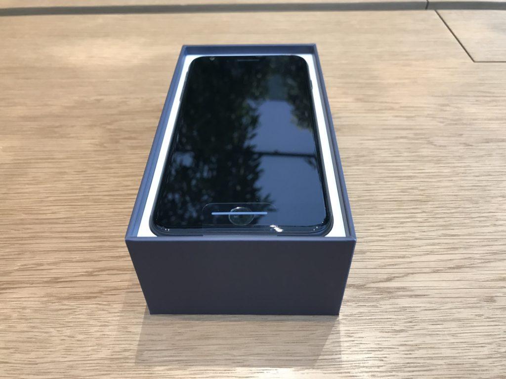 Появились первые фото и видео с распаковкой iPhone 8 и iPhone 8 Plus
