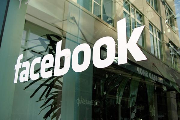 Facebook требует передать ей домен facebook.ru