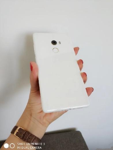 Вышла ограниченная серия Xiaomi Mi Mix 2: керамический корпус и 8 ГБ оперативной памяти