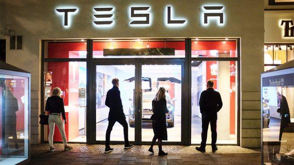 Tesla уволила около 700 человек