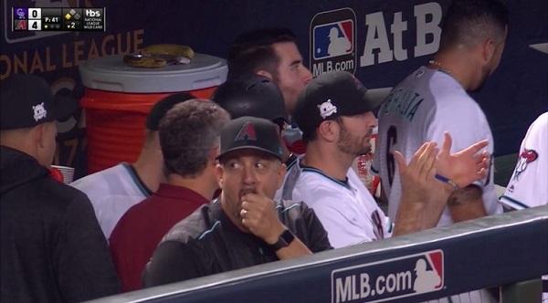Тренер MLB оштрафован за использование Apple Watch во время игры