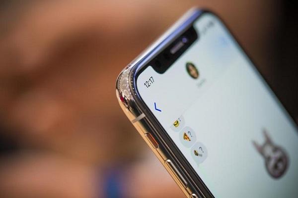 Замена экрана iPhone X стоит дорого