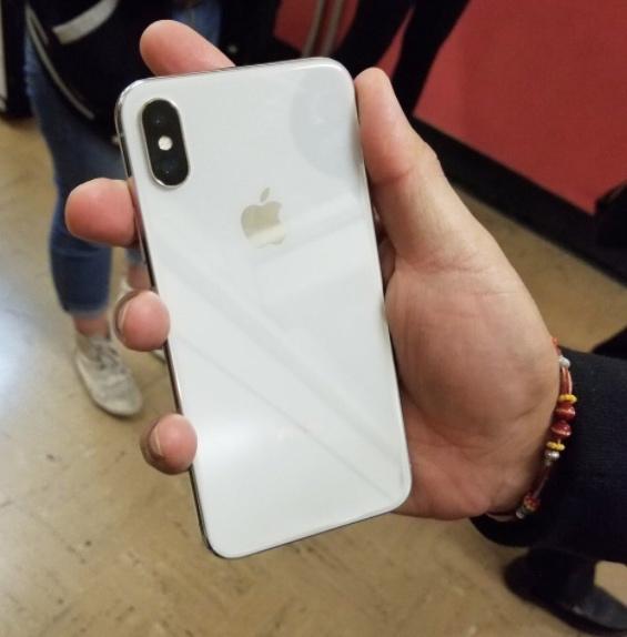 В сеть попали новые снимки iPhone X