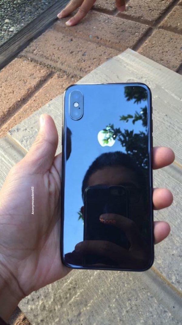 В сети появились новые фотографии iPhone X