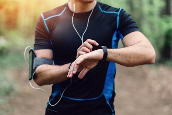 Что подарить владельцу iPhone, занимающемуся спортом