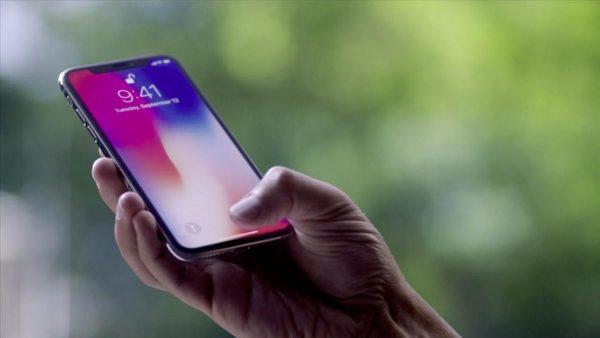 Apple исправит ошибку с экраном iPhone X в ближайшем обновлении