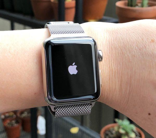 Если спросить Siri на Apple Watch о погоде, может произойти сбой