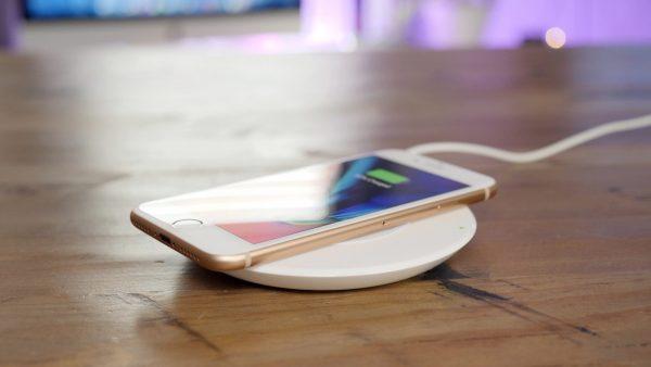 Apple активировала быструю беспроводную зарядку в iOS 11.2