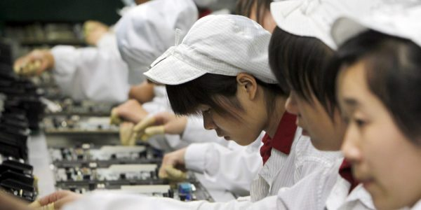 Руководство Foxconn пообещало положить конец сверхурочной работе студентов
