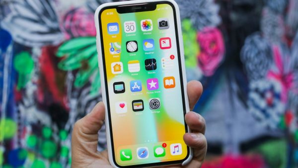 «Связной» сообщил об успешных предзаказах iPhone X
