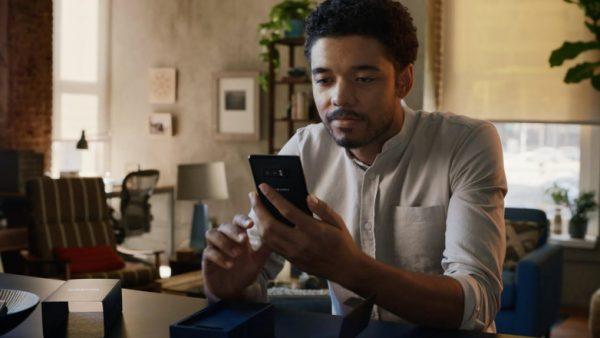 Motorola высмеяла и Samsung, и Apple