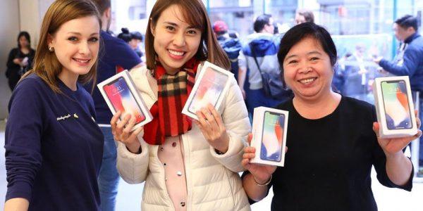 В Apple Store завезли больше iPhone X, чем ожидалось