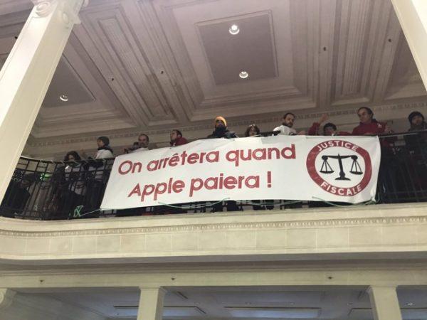 Во французском Apple Store прошла акция протеста