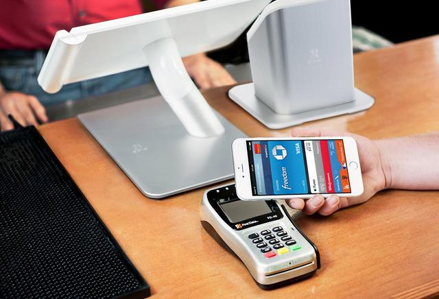 Еще несколько банков начали работать с Apple Pay
