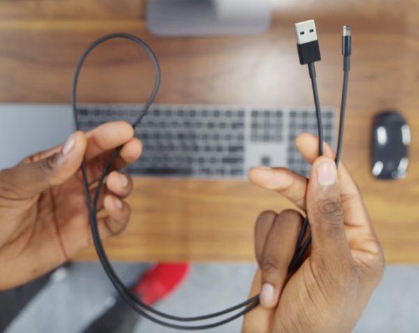 Покупка iMac Pro — самый надежный способ получить рабочий lightning-кабель для iPhone 7 Jet Black