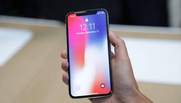 LG может начать поставлять OLED-экраны для iPhone X