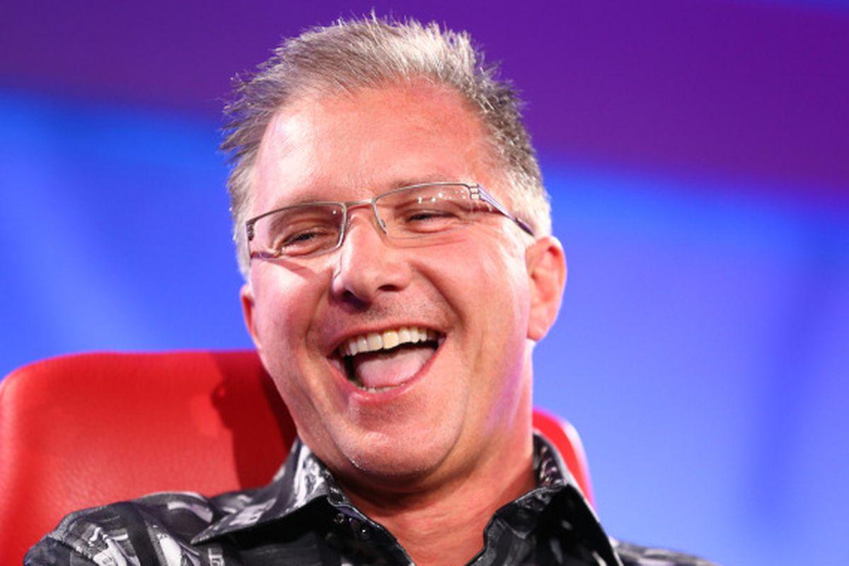 Вице-президент по маркетингу Apple назвал самую технологичную деталь iPhone X