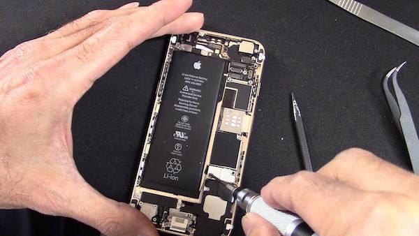 Да, Apple замедляет старые смартфоны. Это абсолютно нормально и правильно