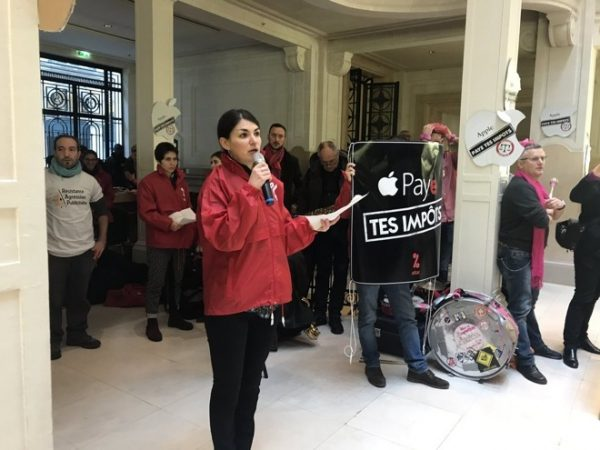 Apple подаст в суд на активистов, устроивших акцию протеста в парижском Apple Store