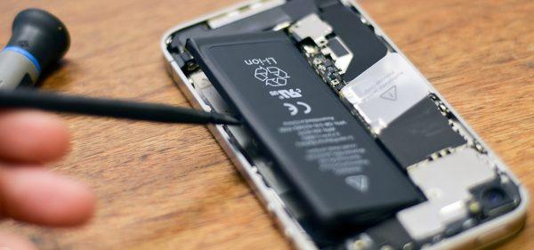Тима Кука просят объснить замедление iPhone и взрывы аккумуляторов