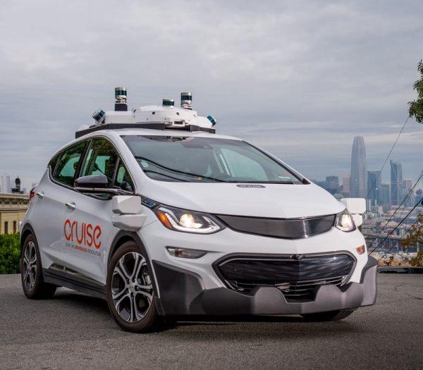 Автомобиль без руля и педалей появится в 2019 году