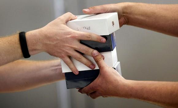 Продажи iPhone под угрозой из-за программы по замене аккумуляторов