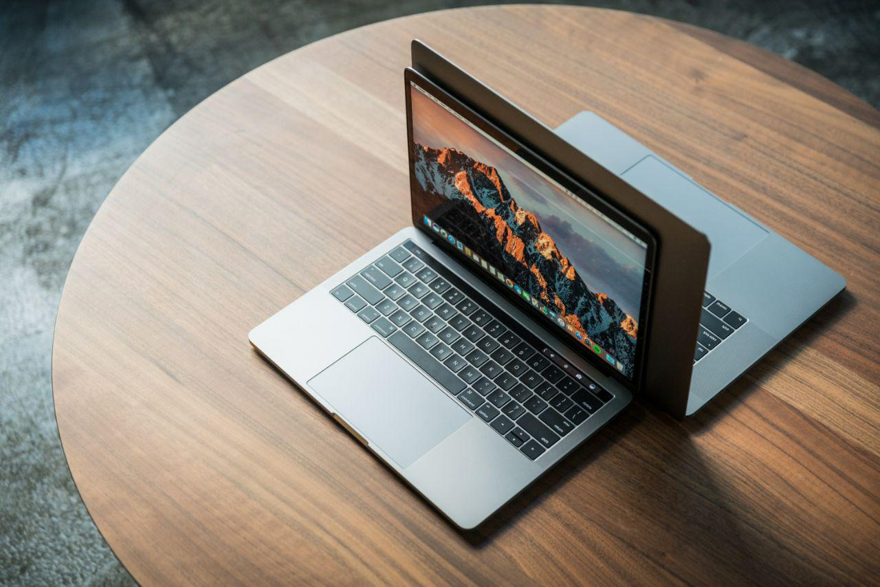 Сборкой MacBook в 2018 году займется Foxconn