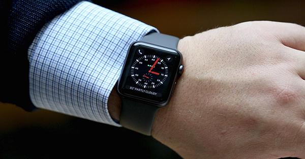 Доходы от продаж носимых устройств Apple достойны компаний Fortune 300