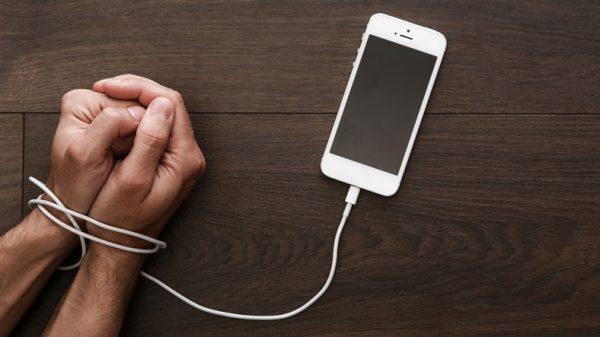 «Отец iPod» Тони Фаделл считает, что Apple должна серьезнее заняться проблемой зависимости от iPhone