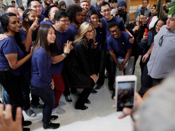 Восхождение Анджелы Арендс: от девочки из маленького городка до самого высокооплачиваемого менеджера Apple