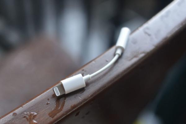 По слухам, Apple перестанет класть переходник с Lightning на 3,5 миллиметровый порт в комплект с iPhone
