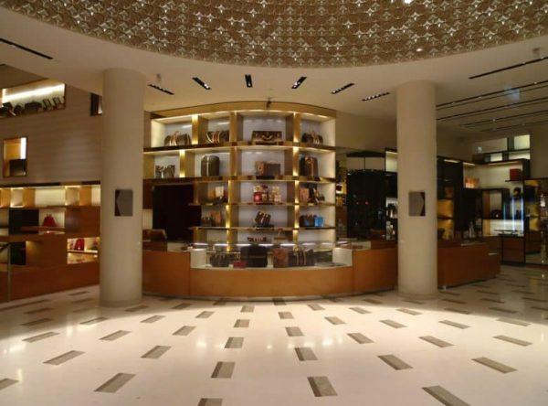 Стив Джобс консультировался с боссом Louis Vuitton перед открытием первых Apple Store