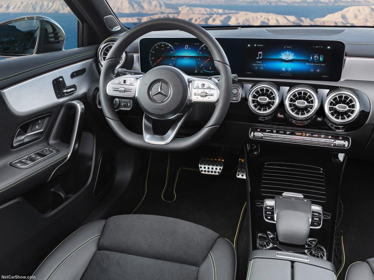 Mercedes-Benz A-Class 2019 получит CarPlay